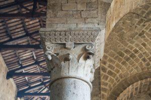 Säule in einem Kloster